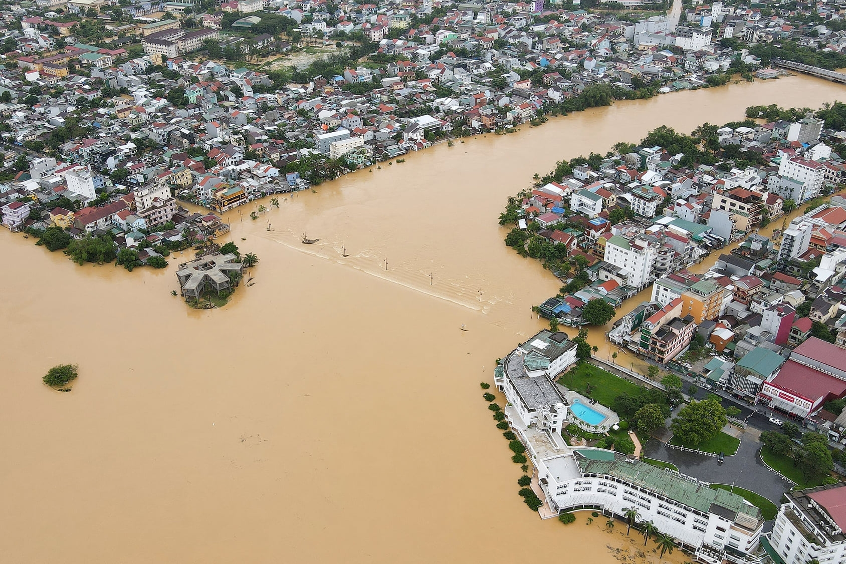 Vietnamese in Russia, Singapore, RoK and Germany raise funds for flood victims