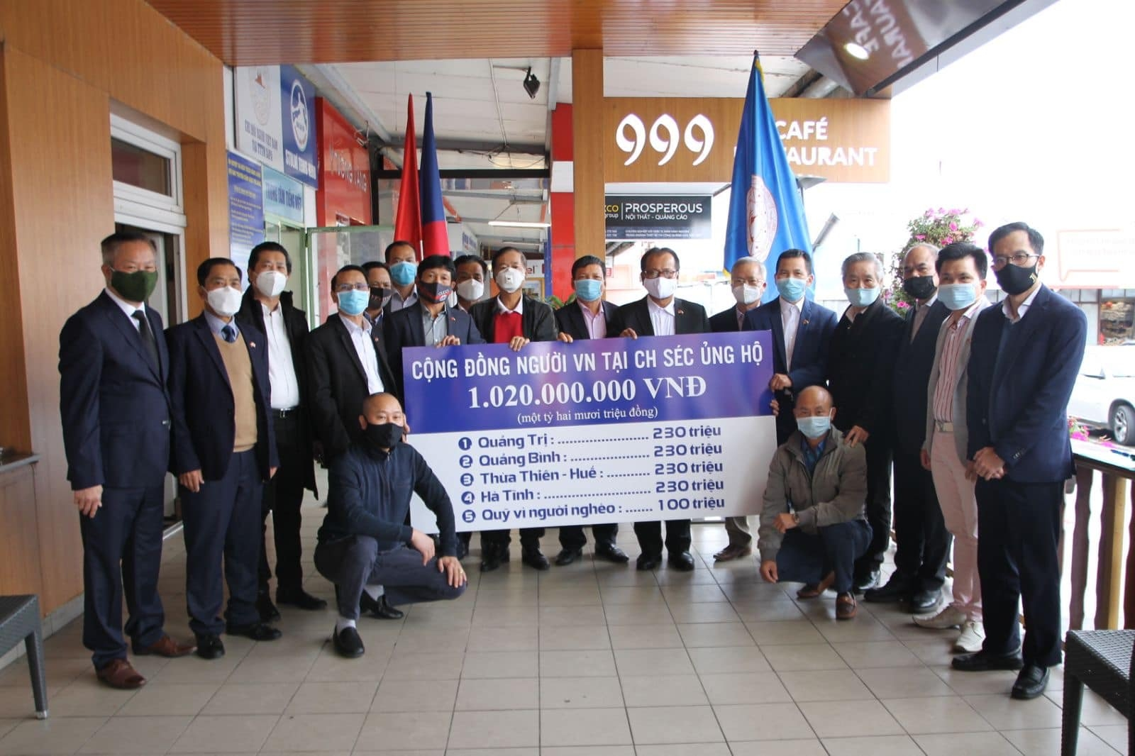 Vietnamese in Thailand, Czech and UK support homeland flood victims