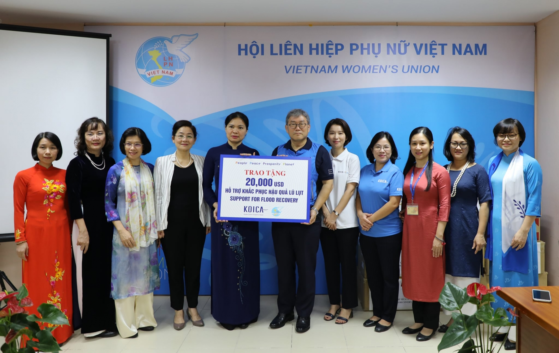 Help pouring in for flood relief efforts in central Vietnam
