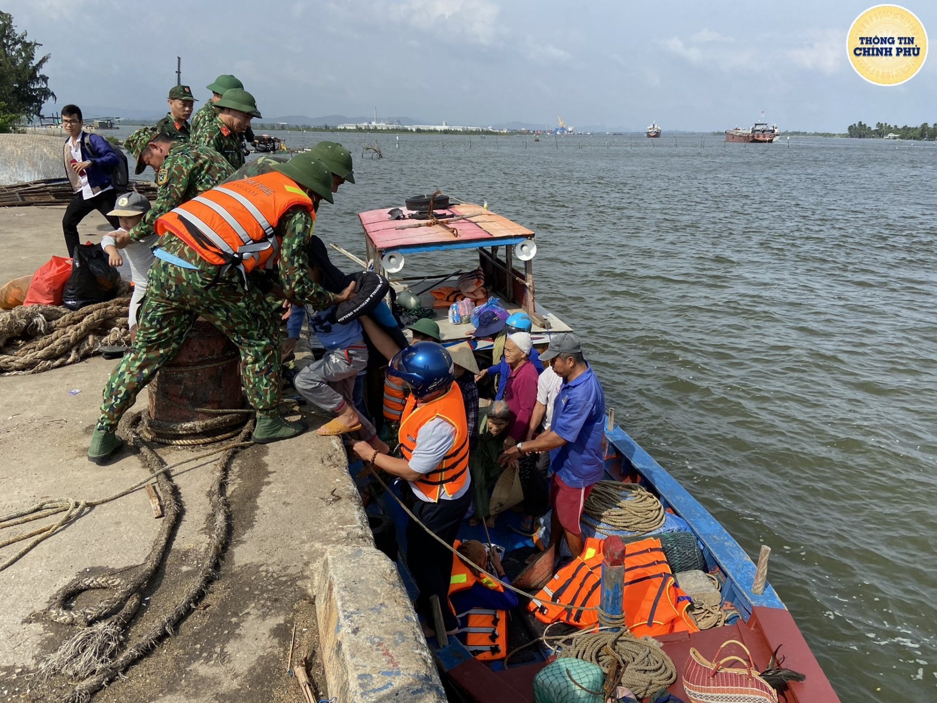 Help pouring in for flood relief efforts central vietnam
