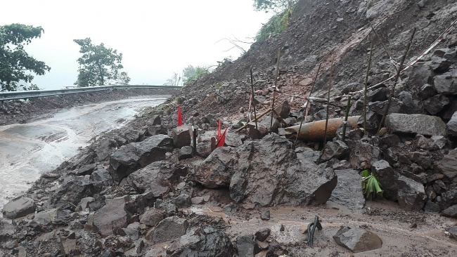 Quang Tri: Explosive ordnance exposed after recent torrential rains