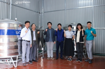 korean ngo presents water filtration system to thanh hoas commune