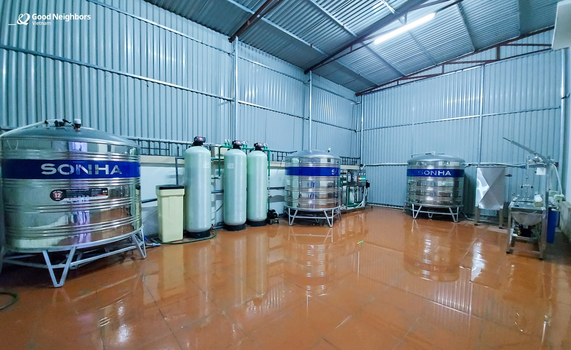 Korean NGO presents water filtration system to Thanh Hoa's commune