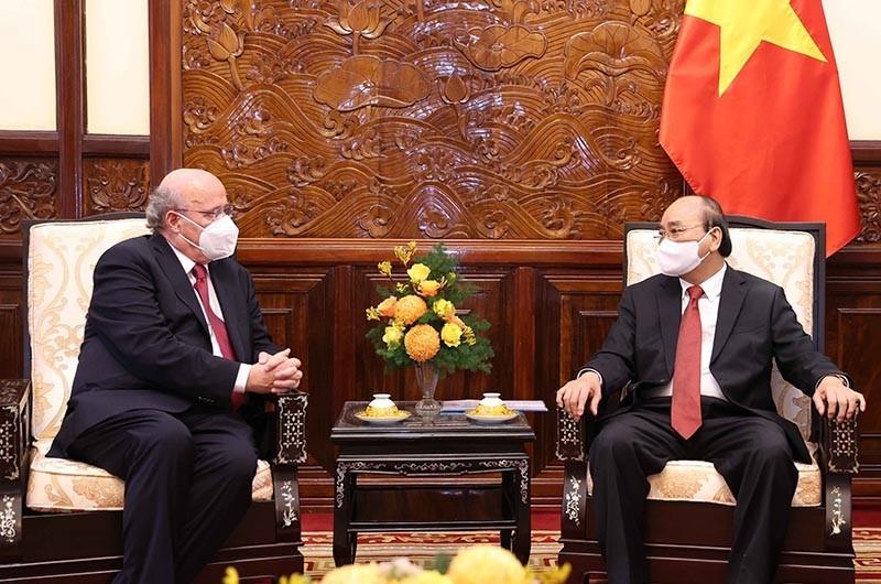 Vietnam's Leaders Meet New Ambassadors of the UK, Uruguay, Finland, Austria