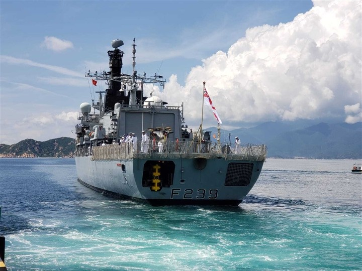 Khanh Hoa Welcomes British Royal Navy ship HMS Richmond