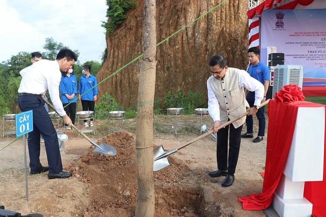 Trees Planted in Yen Bai to Mark Vietnam-India Friendship