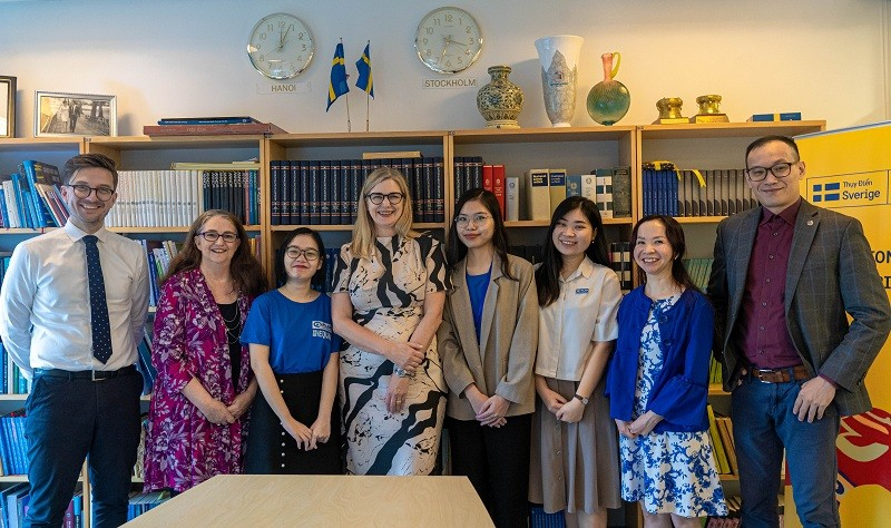 Sweden Ambassador in Vietnam Continues to Participate in Girls Takeover Series