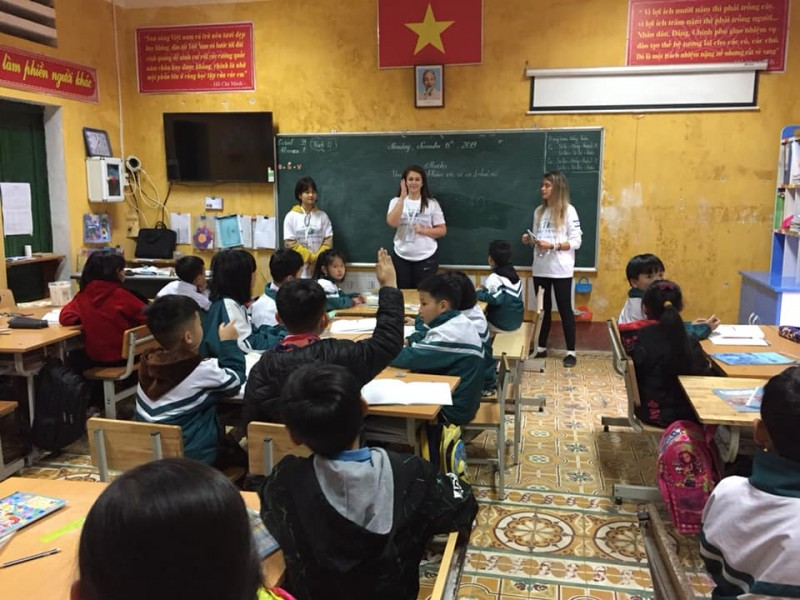 over 20 israeli volunteers renovate schools teach english to sa pas children