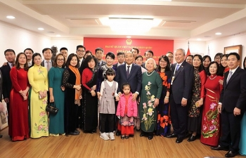 PM meets with overseas Vietnamese in RoK