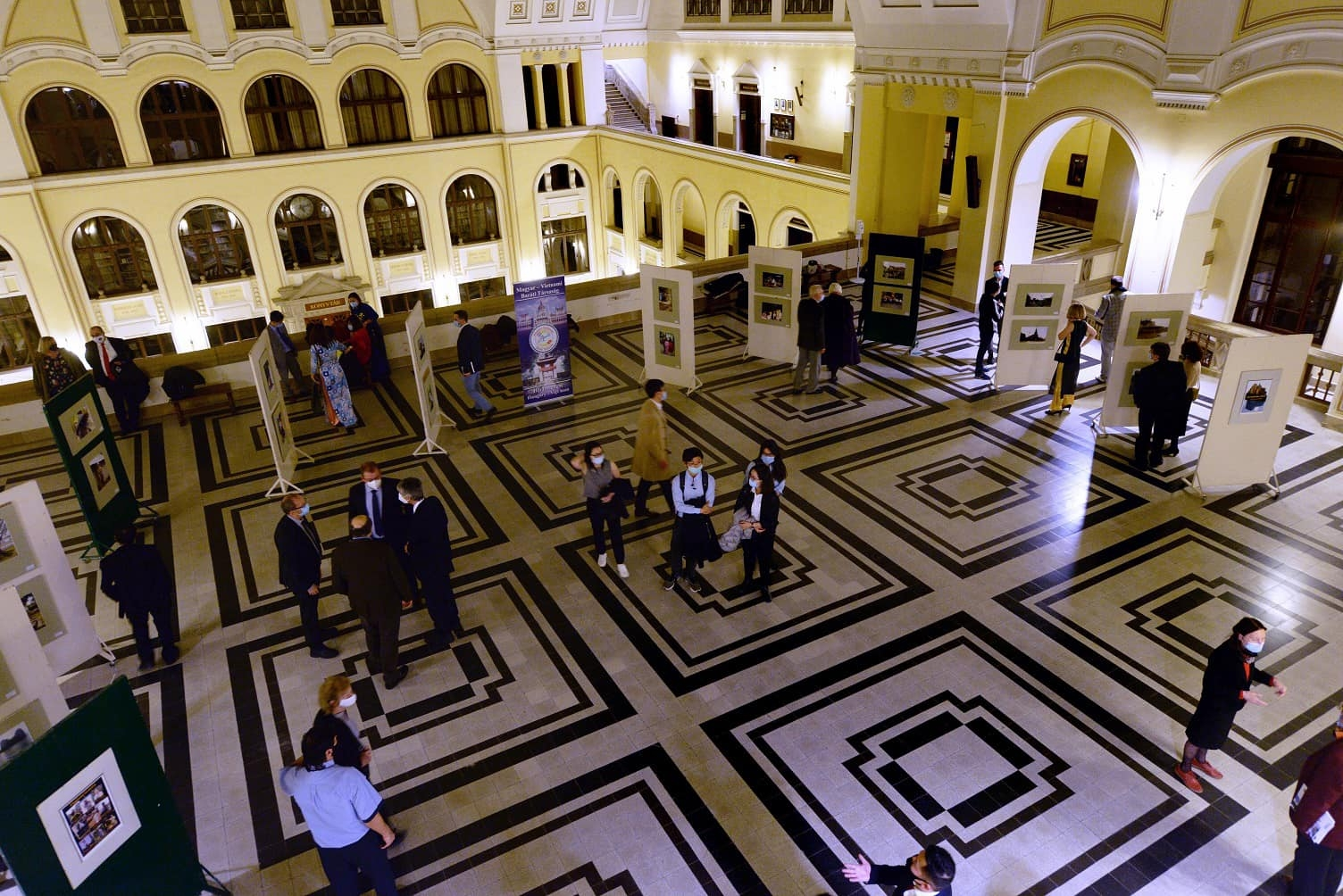 Diverse activities mark vietnam hungary diplomatic ties despite covid-19
