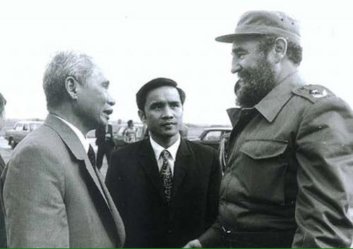 Book on late Cuban President Fidel and Vietnam introduced to the public