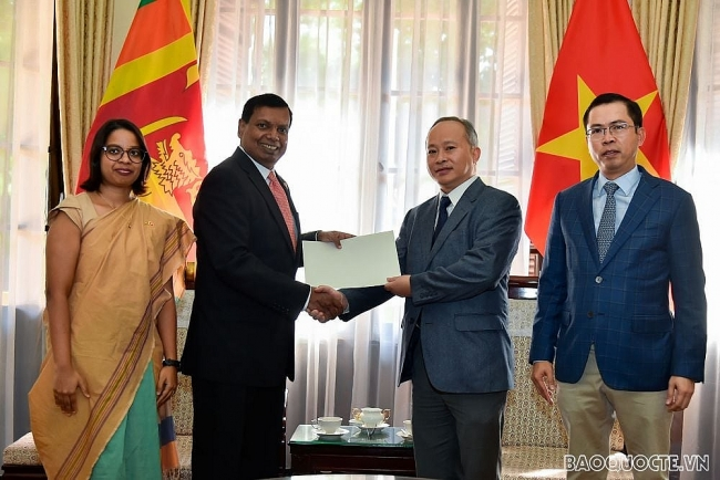 Sri Lankan community in Vietnam sends flood-hit victims over USD 2,000