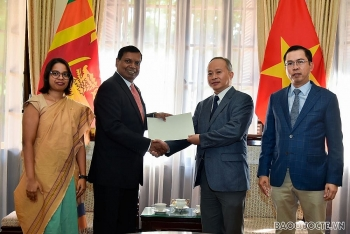 sri lankan community in vietnam sends flood hit victims over usd 2000