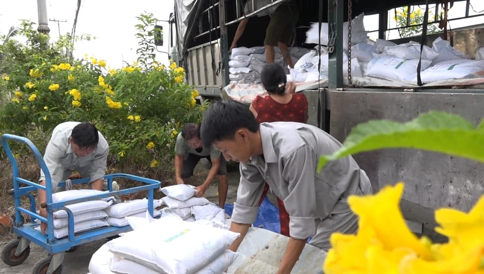 10 tons of rice provided to 400 households in disaster hit quang ngai province