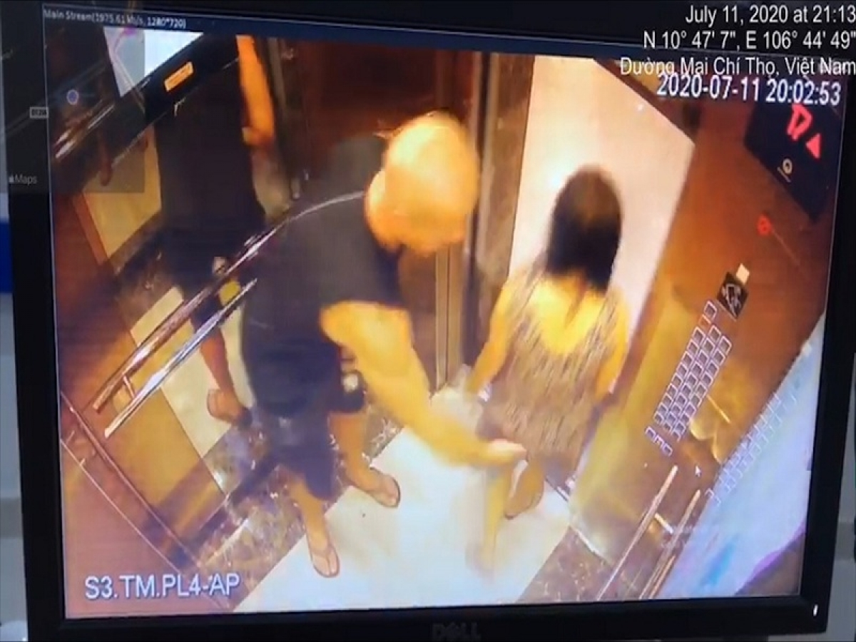 Foreign man caught on elevator camera sexually harassing vietnamese woman