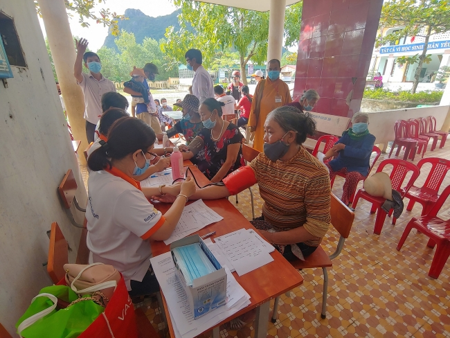 HUFO supports flood-affected people in central region of Vietnam