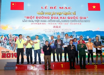 Over 800 Vietnamese and Chinese cyclists join int'l cycling competition in Lao Cai