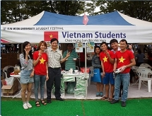 vietnamese students in rok support the fight against covid 19