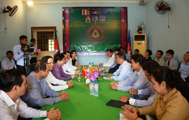 vietnam cambodia seek to reduce congestion at moc bai bavet border gate