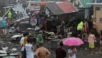 Typhoon Phanfone wreaks havoc in Philippines on Christmas
