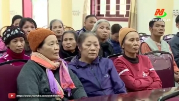 Ninh Binh: Gifts presented to the poor, people with disabilities before Tet