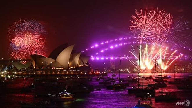 sydney kicks off new year parties with fireworks