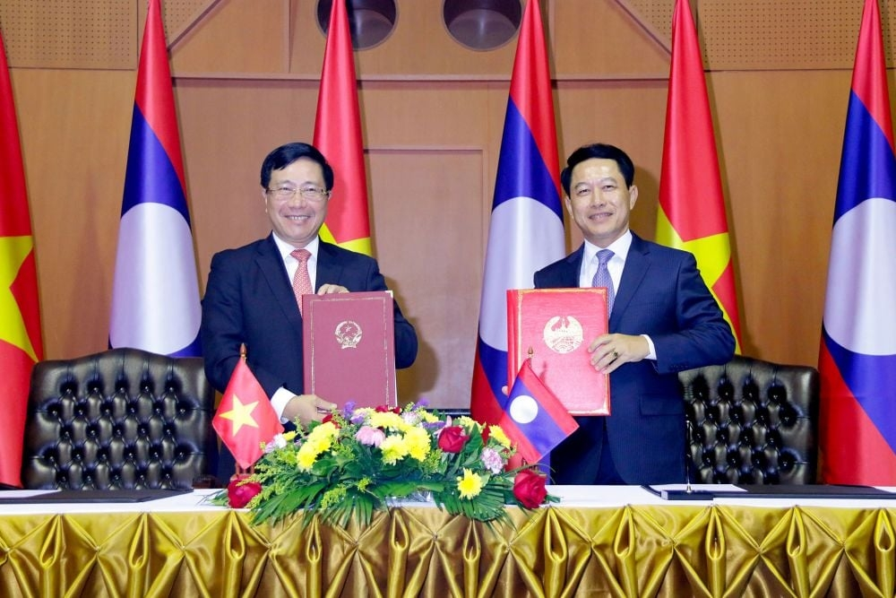 Vietnam, Laos hold foreign ministerial level political consultation