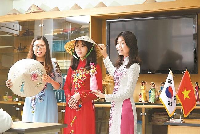 Korean-Vietnamese girl grand prize winner of Korea Multicultural Youth Awards