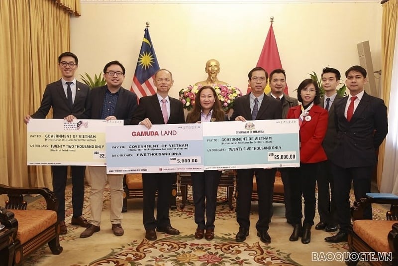 Malaysian Government and businesses extend hands to Vietnam's flood victims