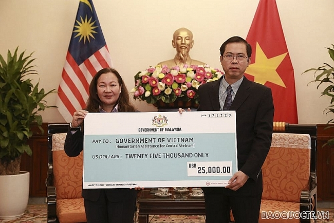 Malaysian Government, businesses extend helping hands to Vietnam