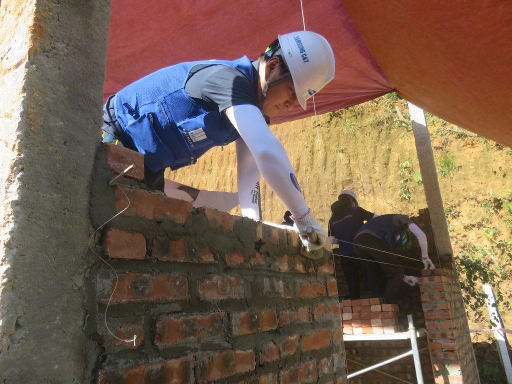 Habitat Vietnam, Samsung build houses to improve 3,000 people's living conditions