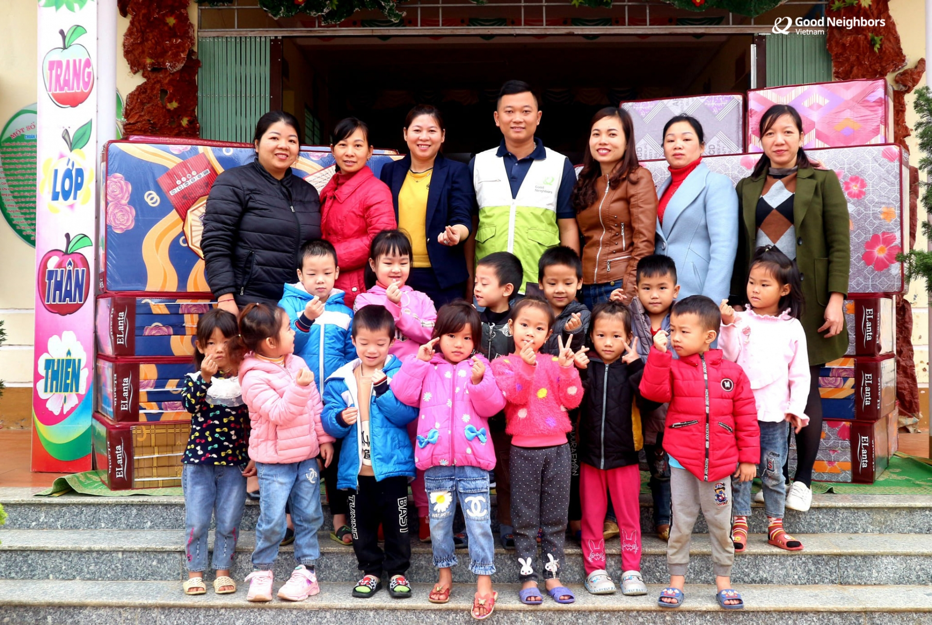 Ha Giang: Kindergarten and Primary schools receive new mattresses