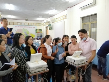 un agency presents fetal monitors for seven mountainous districts of dak lak