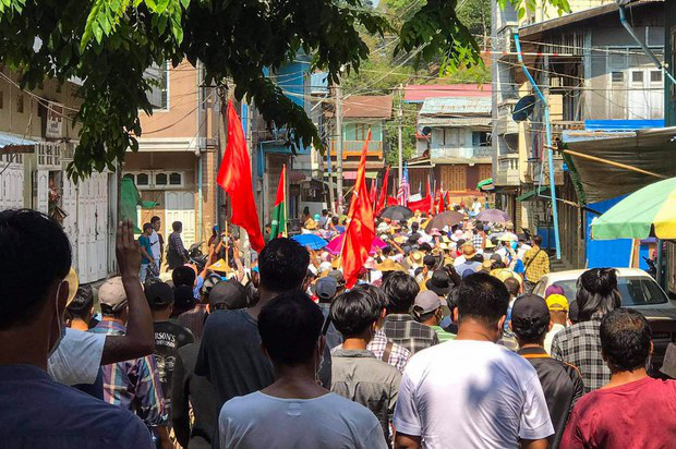 Myanmar civilian militia battle the government's army in northwestern town
