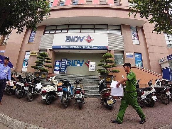 Daring armed daytime bank heist in Hanoi