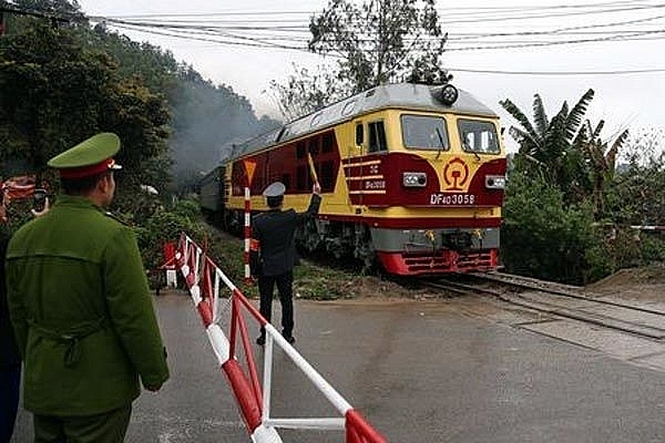 dong dang ping xiang railway establishment disputes suspended for trains to depart
