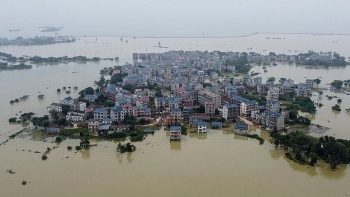 serious flood and its negative impacts on chinas economy