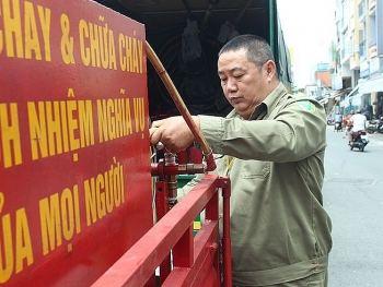 willing vietnamese man buys fire engines himself to help the society