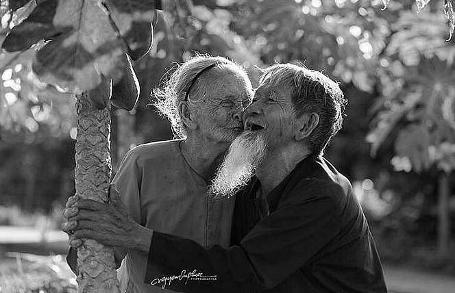 heart warming moments of elderly vietnamese couple
