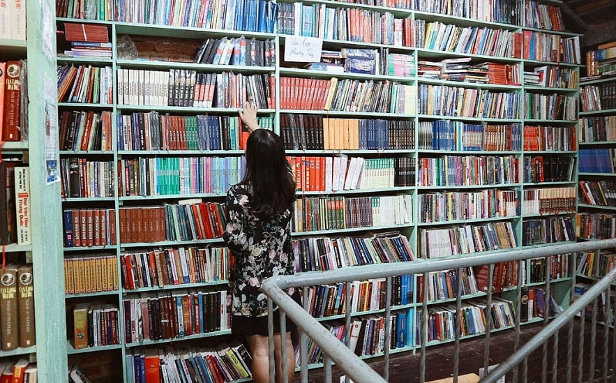 antique bookshops in the ha nois old quarter