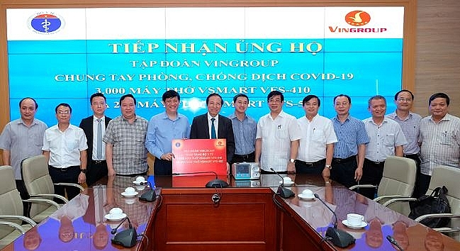 Vingroup donates 3,200 ventilators to Health Ministry to combat against the COVID-19