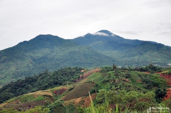 puxailaileng the highest peak in truong son ranges