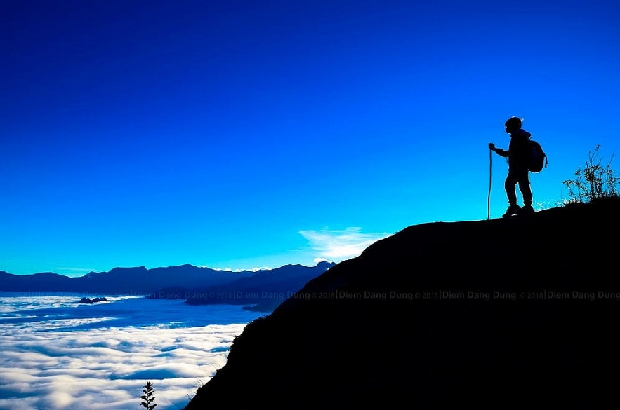 conquering y ty to hunt cloud on the lao than peak