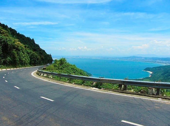 hai van pass an awesome coastal road trip in the central vietnam