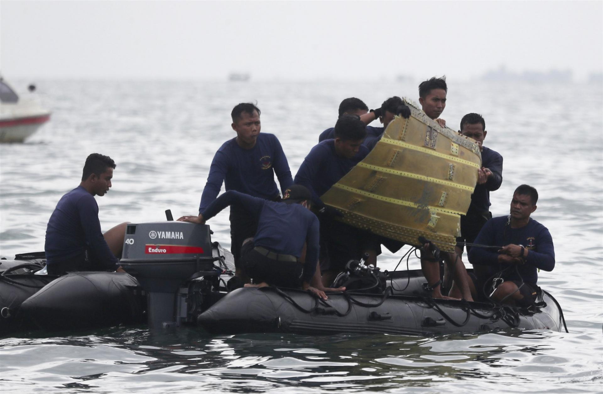 Vietnam sends condolences to Indonesia over plane crash