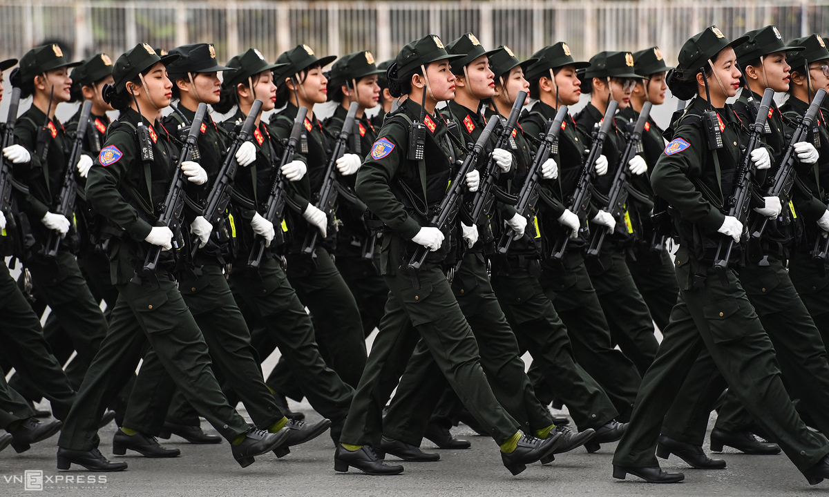 6,000 people parade before 13th National Party Congress