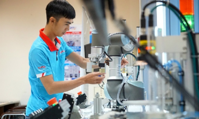 vietnam moves up two places in bloomberg innovative economy index