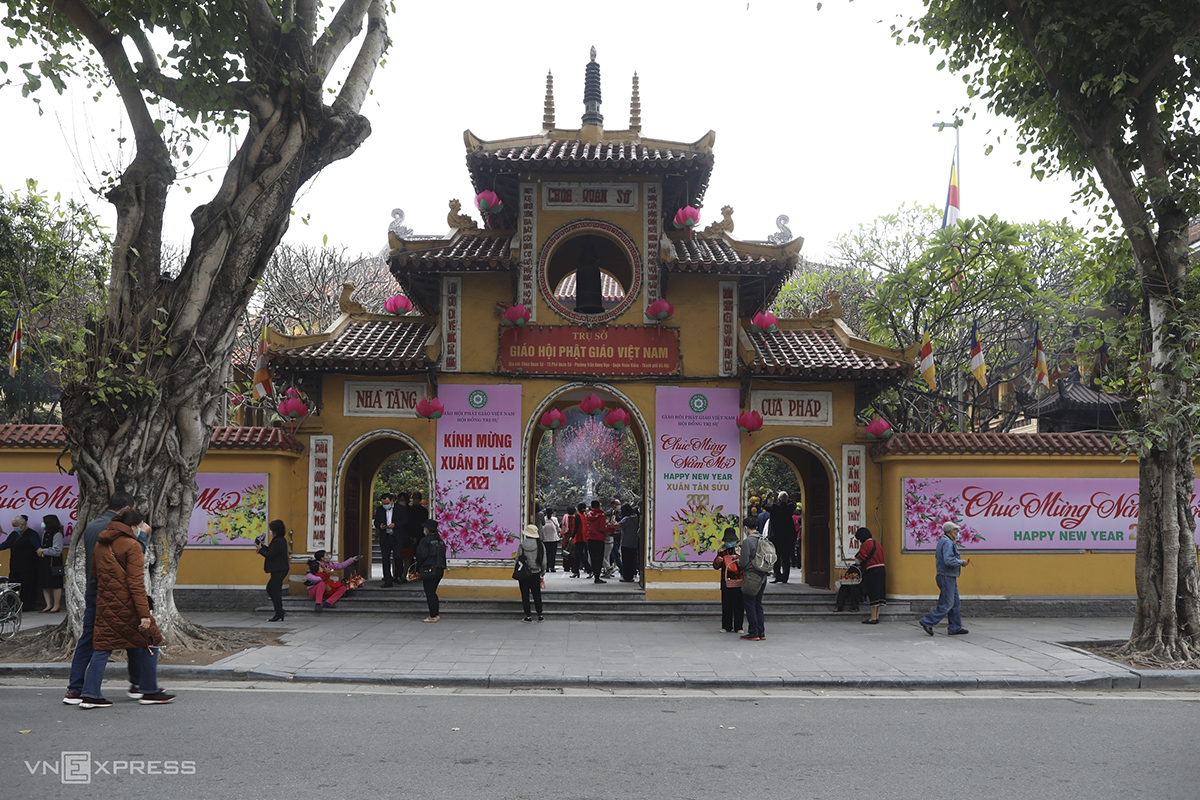 COVID-19 safety protocol followed during New Year pagoda visits in Hanoi
