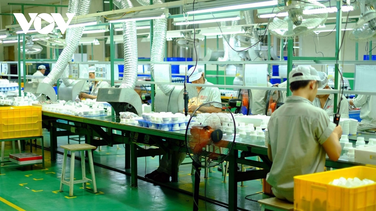 vietnamese economy continues to reboot during first months of 2021