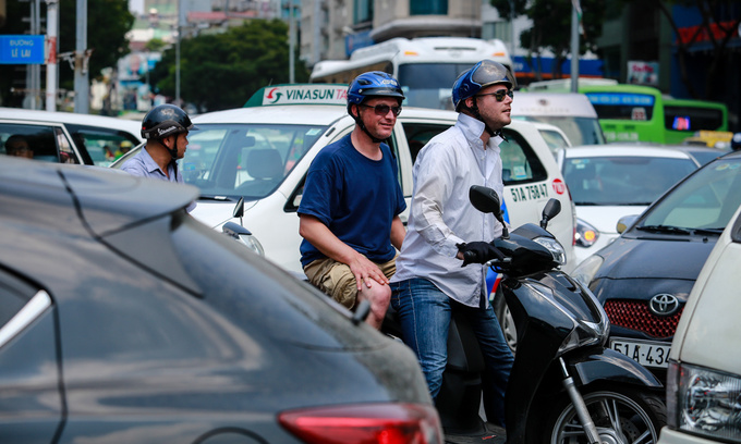 Can tourists drive in Vietnam?